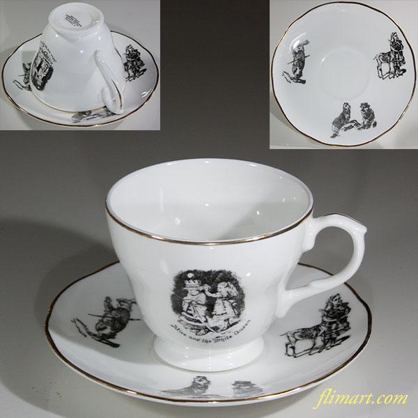 A GENUINE ALICE'S SHOP不思議の国のアリスカップ&ソーサー