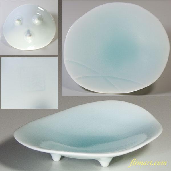 青白磁三つ足小皿