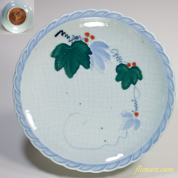 青白磁陽刻葡萄柄六寸皿