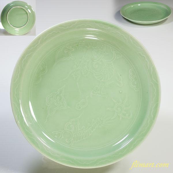 青磁陽刻小皿