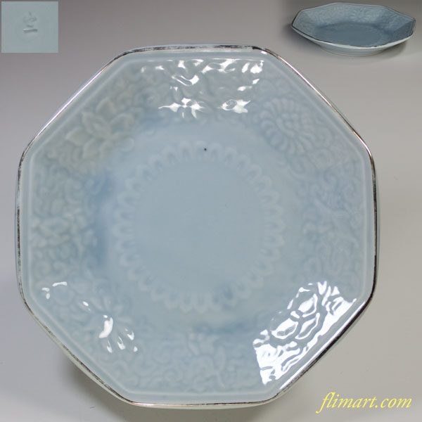山二青白磁陽刻八角六寸皿