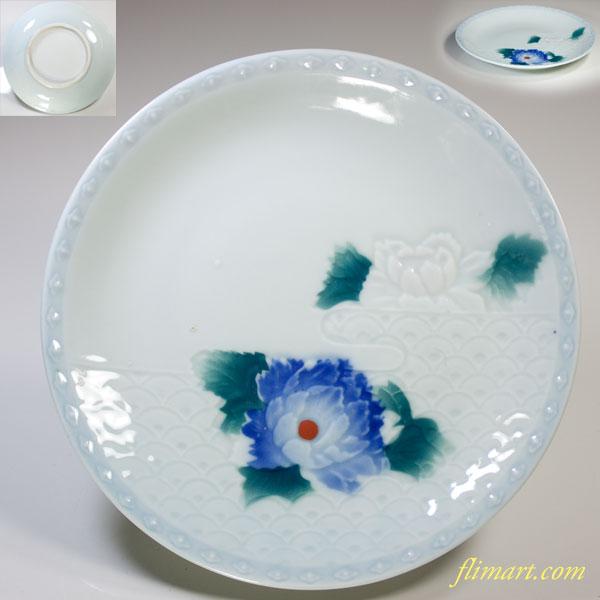 青白磁陽刻牡丹六寸半皿
