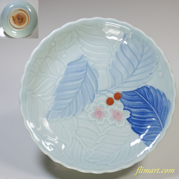 青白磁陽刻桜サクランボ柄五寸半皿
