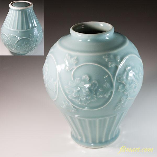 青白磁陽刻花瓶W6303