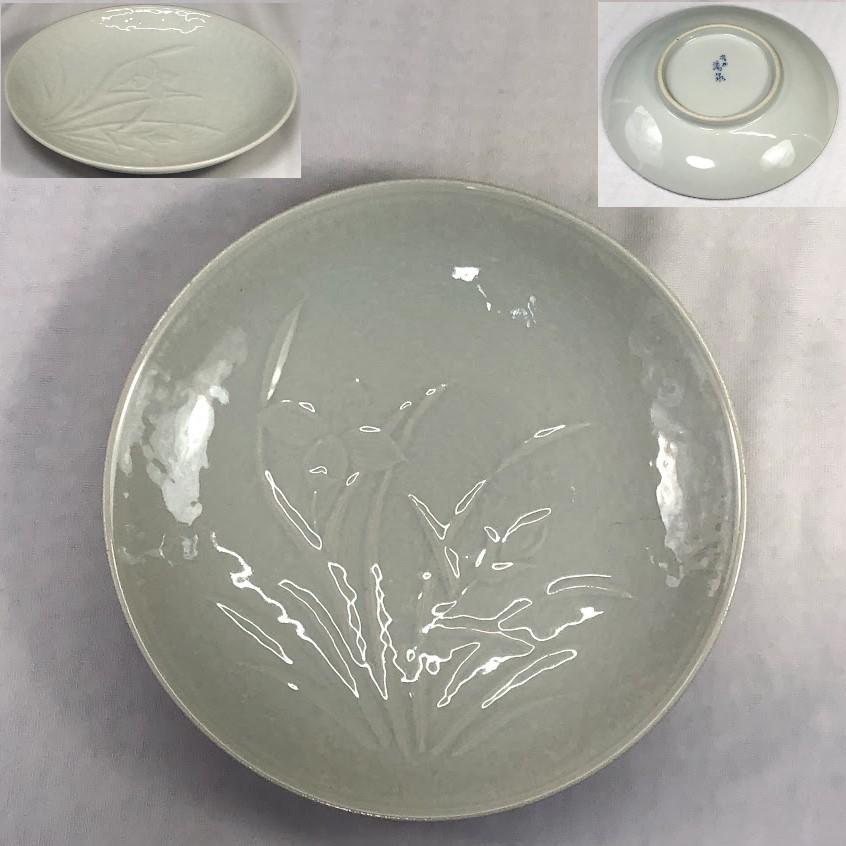 菖蒲陽刻白磁五寸皿